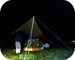 テント設営中