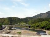 普通自動車以下は通行可の橋を渡る